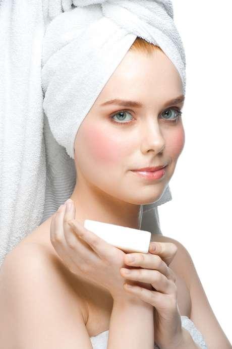 <p>Mais potente do que as versões comuns, o hidratante em barra impede a perda de água da pele<br /></p>