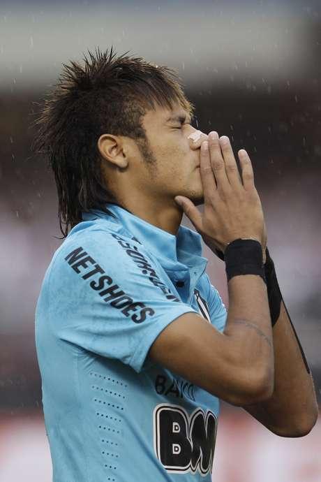 Neymar ha sido muy cuestionado en Brasil por no ser el gran jugador que se esperaba.