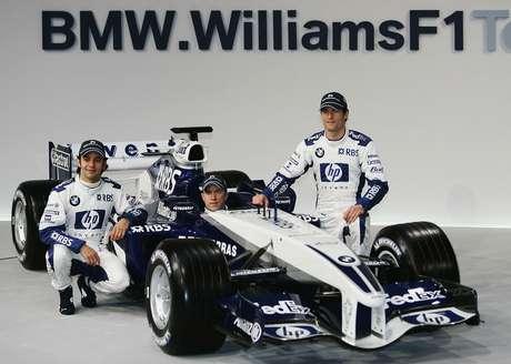 Pizzonia (à esq.), Heidfeld (centro) e Webber posam durante lançamento do BMW Williams FW27, em Valência, em 2005