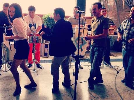 Ximena Sariñana publicó en la red la imagen de sus pasos de baile al ritmo de la cumbia tropical de Los Ángeles Azules.