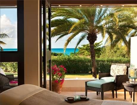 <p><strong>Jumby Bay Rosewwod, Antigua: </strong>no spa, um grande leque de tratamentos inspirados pelas tradições locais e pelos recursos naturais da ilha ajudam os hóspedes a relaxar ainda mais</p><p></p>