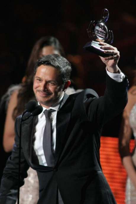 <p>Alejandro Sanz recibió el premio por Artista Masculino del Año en la categoría pop.</p>