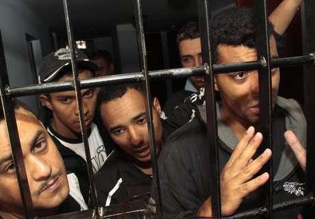 <p>De acordo com advogado de uniformizada, torcedor responsável por sinalizador não está entre os 12 corintianos detidos na Bolívia</p>