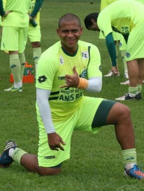 <p>Walter deve reforçar o ataque do Goiás nesta segunda</p>