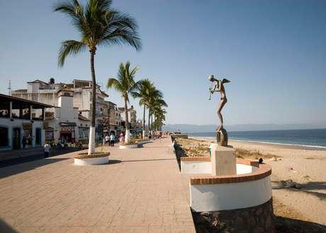 Los viajeros de negocios podrán ir y regresar el mismo día con la modalidad VoyVuelvo. En la foto, el malecón de Puerto Vallarta.