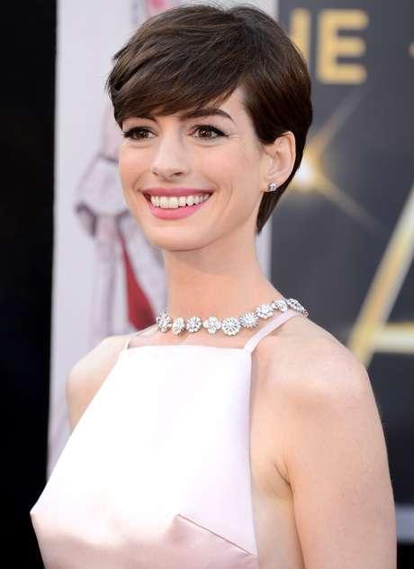 Los pezones de Anne Hathaway también tuvieron su momento en la 85 Entrega de los Premios Oscar.
