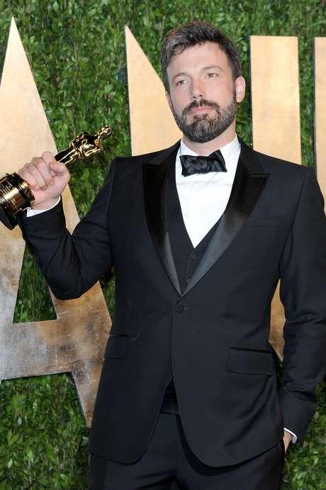 <p>Ben Affleck terminó la noche como uno de los protagonistas de esta nueva entrega de los Premios Oscar. Su cinta, 'Argo', ganó la categoría de Mejor Película y en el podio recordó su primer Oscar, como guionista por 'Good Will Hunting': 'Hace diez años no sabía lo que hacía, era un niño, y ahora vuelvo a este lugar y les agradezco por eso'.</p>