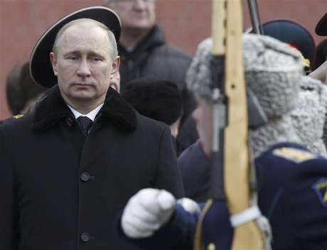Russian President Vladimir Putin (L) attends a wreath laying ceremony to mark the Defender of the Fatherland Day in Moscow February 23, 2013.
