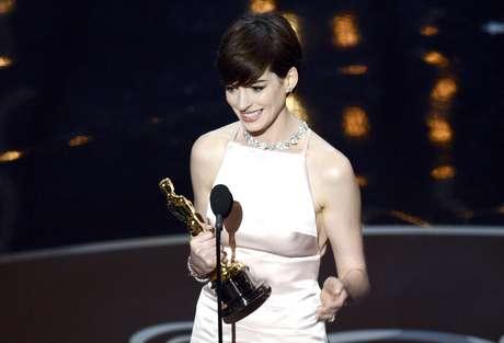 <p>Anne Hathaway ganhou o prêmio de Melhor Atriz Coadjuvantepor 'Os Miseráveis'</p>