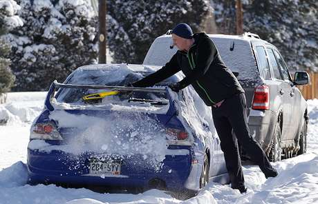 <p>The experts predicted 18 inches of snow near Amarillo, Texas and wind spurts of up to 65 mph.</p>