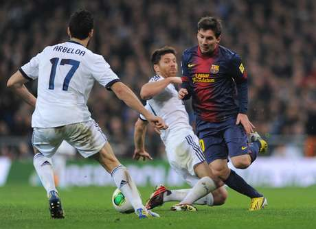 <p>Arbeola and Xabi folowed Messi throughout the first leg.</p>