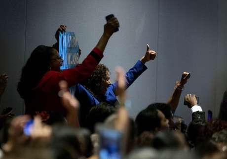 Simpatizantes hispanos acuden a un acto de la primera dama durante la pasada campaña presidencial del presidente Obama, en septiembre de 2012.