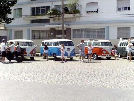Kombis ocuparam a rua Conceição Veloso, na Vila Mariana, zona sul da capital