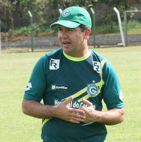 <p>Enderson Moreira seguirá com equipe que fez 7 a 0 no Rio Verde</p>