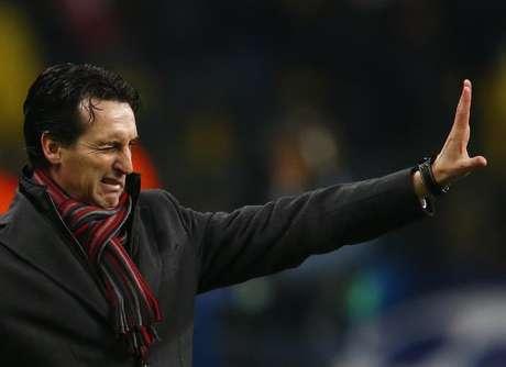El entrenador del Sevilla, Unai Emery, ha advertido a sus jugadores sobre el riesgo del exceso de brío a la hora de intentar remontar el resultado negativo de 2-1 en la vuelta de la semifinal de la Copa del Rey que jugará el miércoles en su campo contra el Atlético de Madrid. En la imagen de archivo, Emery durante su etapa en el Spartak de Moscú en 2012.