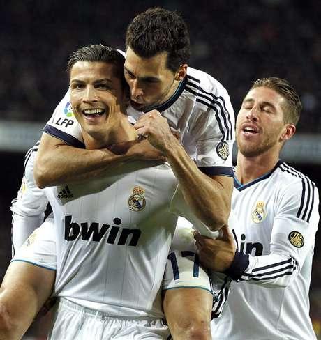 Cristiano Ronaldo marcó un doblete el triunfo de Real Madrid 3-1 en cancha del Barcelona, en la vuelta de la semifinal de la Copa del Rey.
