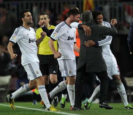 <p>Como suele suceder con los Clásicos, Real Madrid y Barcelona nos dejaron un mar de goles y emociones en la contundente clasificación merengue a la final de la Copa del Rey. Terra te trae todo que no viste de la victoria madridista 3-1 en la casa culé.</p>