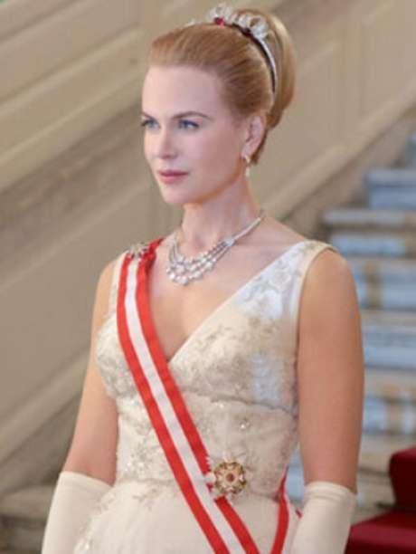 <p>As primeiras fotos de Nicole Kidman no papel de Grace Kelly para ofilme 'Grace of Monaco' foram divulgadas na manhã desta quarta-feira (27). Longa tem estreia prevista para dezembro deste ano</p>