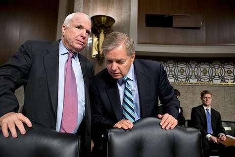 <p>El reconocimiento de McCain y Graham, dos líderes de un grupo bipartidista del Senado que trabaja en un proyecto de reforma migratoria, llegó a pesar de que otros republicanos opinan que Obama sólo quiere abordar la inmigración como un asunto político para obtener el apoyo latino.</p>