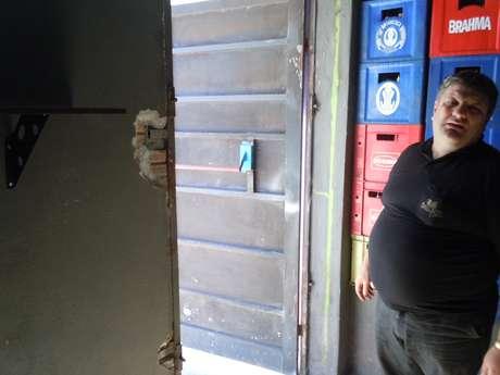 <p>Dono da boate Ballare, o empresário Nilvo Dorneles, abriu mais uma porta de emergência no estabelecimento após a tragédia na Kiss</p>