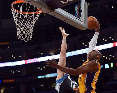<p>Kobe Bryant fez a diferen&ccedil;a: 33 pontos em triunfo dos Lakers contra o Minnesota</p>