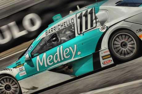 <p>Rubens Barrichello teve problemas em sua estreia na Stock Car</p>