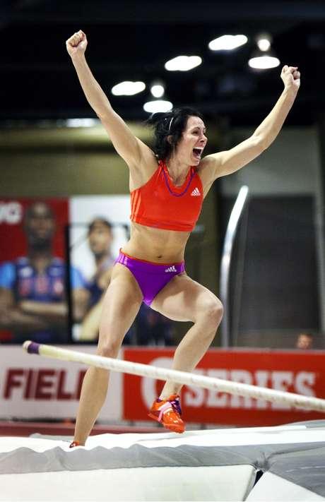 <p>Americana se tornou a segunda mulher a ultrapassar os 5 metros no salto com vara</p>