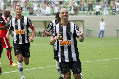 Atlético-MG bateu Guarani e continua na briga pelo topo