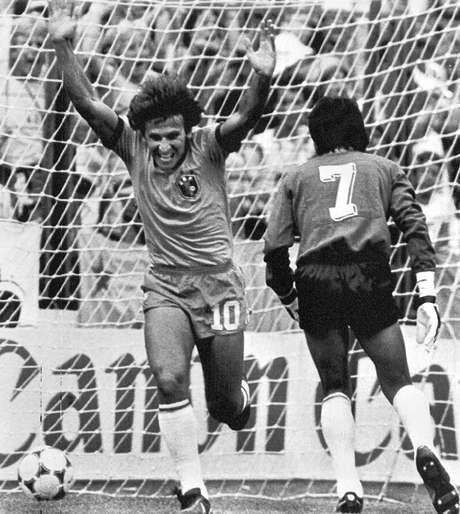 <p>Zico fez parte da equipe verde-amarela que encantou o mundo na Copa de 1982. Título, porém, ficou com a Itália</p>