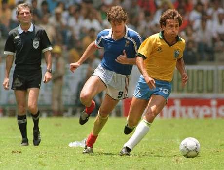 <p>Na Copa de 86, Zico foi apontado por muitos como vilão após eliminação diante da França, nas quartas de final</p>