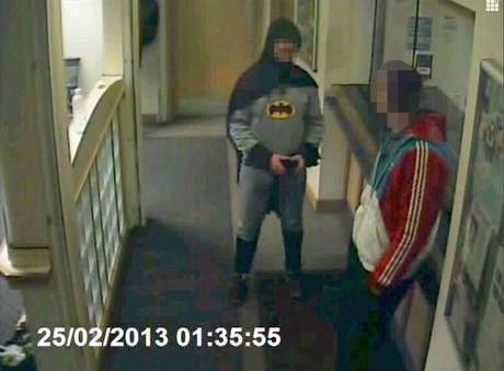 O homem entregou o criminoso às autoridades antes de desaparecer