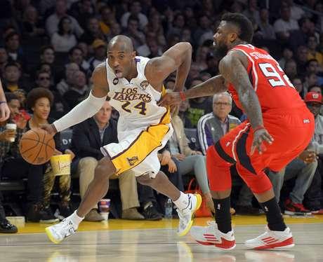 <p>Kobe Bryant novamente foi o destaque absoluto dos Lakers</p>