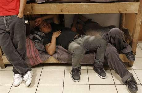 <p>Miles de inmigrantes, en su mayoría centroamericanos, huyen de sus países en busca de un futuro mejor. Hacen hasta lo imposible por alcanzar sus sueños, pero muchas veces resulta toda una pesadilla. En su escala por México llegan a convertirse en víctimas de la trata de personas, o peor aún, caen en las garras del crimen organizado.</p>