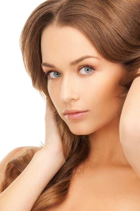 <p>Utilizado por famosas como Gabriela Duarte e Carol Castro, soro fisiológico se tornou poderoso aliado a favor da pele saudável e hidratada</p>