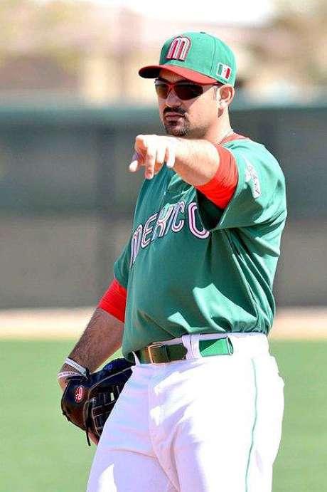 Adrián González participó en la práctica de México.