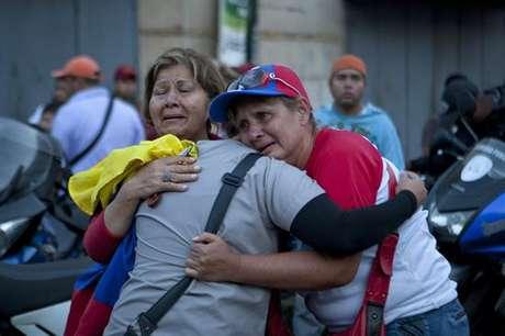 Partidarios de Chávez lloran  fallecimiento del líder político