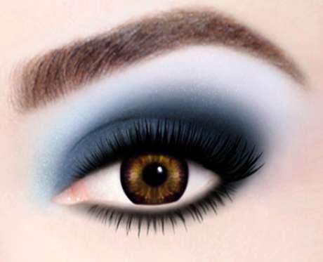 Maquillaje con colores atractivos y audaces, propuesto por la firma Max Factor.