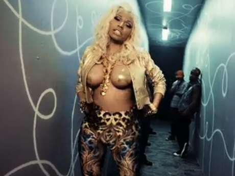 Hay algo acerca de la participación de Nicki Minaj en el video de French Montana 'Freaks', que ustedes no se pueden perder: sus bubis casi desnudas que le ponen mucho picante al material audiovisual. Echen un vistazo a las tomas más llamativas del topless de Nicki en el clip a continuación.