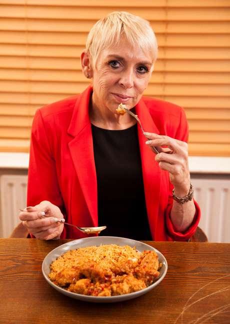 """<p>""""É um trabalho de tempo integral"""", diz Julie sobre comer o dia inteiro</p>"""