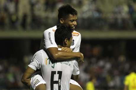 André agradece assistência de Cícero no segundo gol do Santos