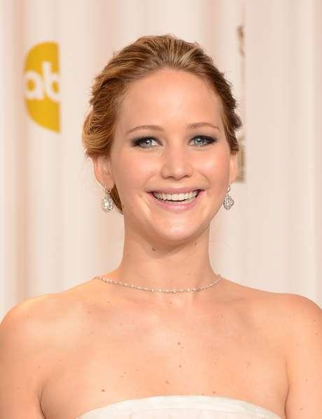 La guapa y reciente ganadora del Oscar, Jennifer Lawrence confesó al diario 'The Sun' que fue víctima de bullying. 'Cambié muchas veces de colegio cuando iba a la escuela primaria porque algunas chicas eran malas conmigo. Fueron menos malos en la secundaria, porque lo estaba haciendo bien, aunque hubo una chica que repartió invitaciones para ir a su cumpleaños y a mí no me invitó', fueron las declaraciones de Jennifer.