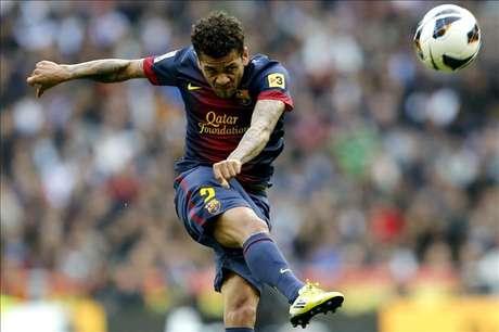 Alves reclama la unidad del vestuario para remontar contra el Milan