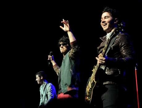 Em turnê pela América Latina, o grupo Jonas Brothers se apresentou neste domingo (10) em São Paulo, no Credicard Hall. O trio formado por Nick Jonas, Joe Jonas e Kevin Jonas agitou o público teen