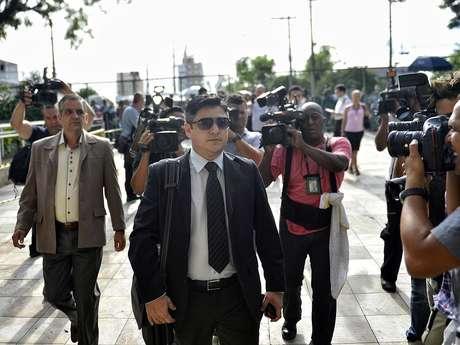<p>Márcio Nakashima, irmão de Mércia, chega para acompanhar o julgamento</p>