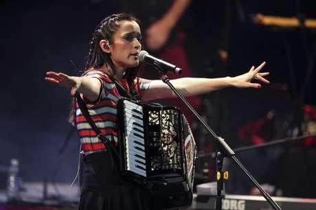 Julieta Venegas promociona su más reciente trabajo titulado 'Los Momentos'.