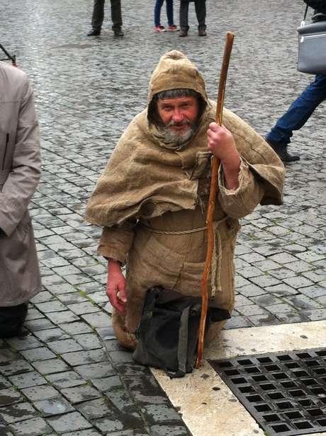 Resultado de imagem para joelhos vaticano peregrino eleição