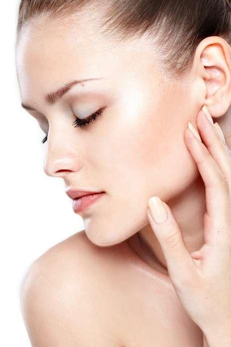 <p>Após a realização do lifting e do preenchimento facial, cuidados especiais protegem a saúde da paciente e potencializam o resultado</p>