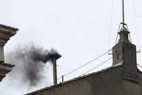 <p>La segunda fumata del cónclave ha sido, de nuevo, negra</p>