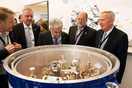 A inauguração foi acompanhada pelo presidente do Chile, Sebastián Piñera, e autoridades de diversos países