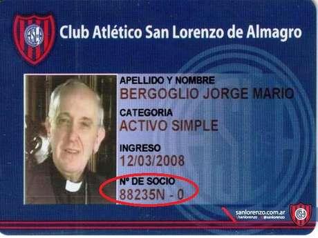 El carnet de socio de San Lorenzo de Jorge Mario Bergoglio, nuevo Papa Francisco I